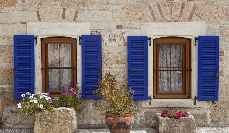 Window Wooden Window Shutter  - onderortel / Pixabay